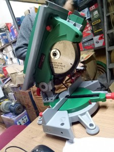 Máy cắt nhôm đa năng- có bàn trượt